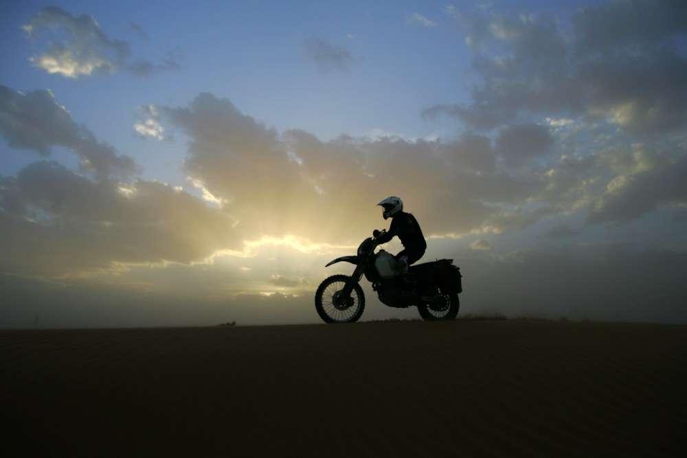 Na pustyni zachodzi słońce